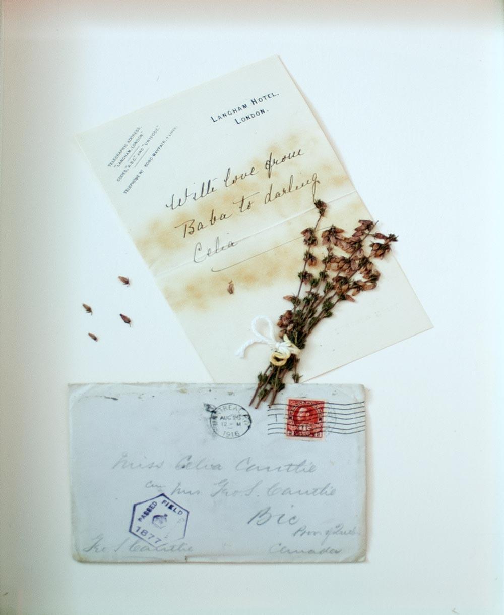 Dévouement - lettre | Fleurs d'Armes - Une exposition artisitique itinérante | www.fleursdarmes.ca